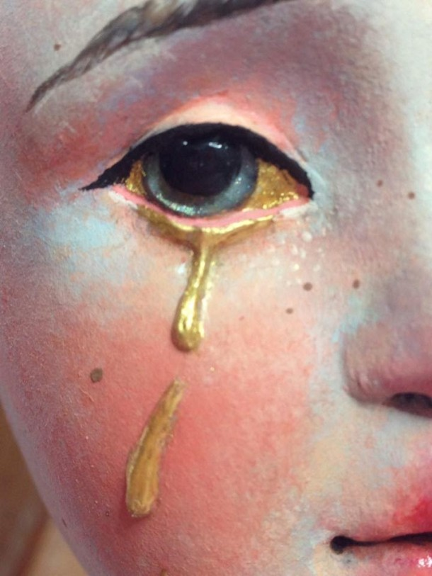 gold-tear-sculpture-painting